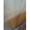 Оникс может пропускать лучи света вглубь более пяти сантиметров, это дает возможность применять его в качестве облицовки стен