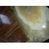 Мрамор состоит из кальцита (карбоната кальция) с примесями других минералов, а также органических соединений