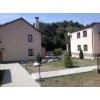 Жилая усадьба из трех домов постройки 2005 г. общей пл. 400 м. кв