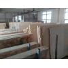 Мрамор и оникс — наиболее подходящие для облицовки стен