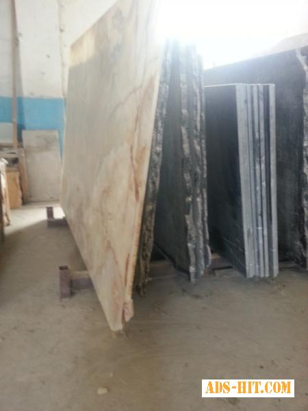 Плитка и слябы из мрамора на складе