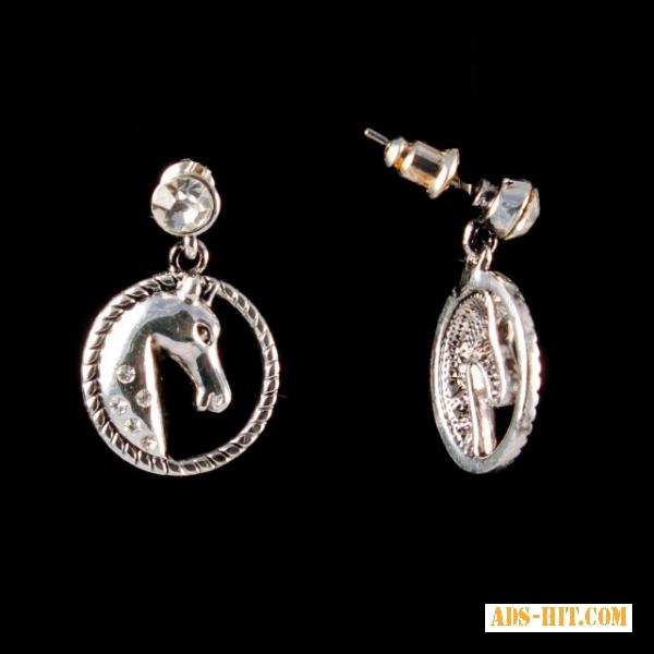 Серьги пусеты с медальоном в виде коня
