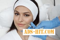 Косметолог делает механическую, ультразвуковую чистку лица