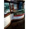 Барная стойка гранит, дерево, в комплекте витрины и холодильный стол
