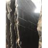 Испанский мрамор обладает ярким насыщенным угольно-черным цветом и тонкой нервной, белоснежной жилкой