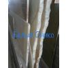 Фантастические формы и яркие цвета мрамора на распродаже на складе